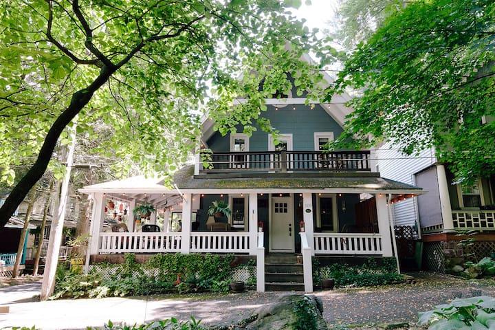 """""""Grateful Shade"""" - Peaceful Cottage in Mt. Gretna"""