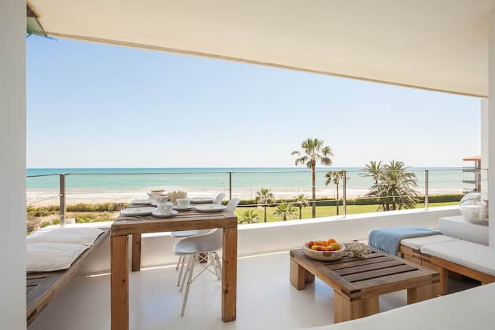 Luxury ZEN Beachfront Apartment Gava Mar