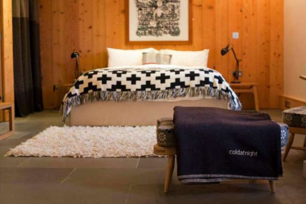 Super cosy, king size bed with cold at night Welsh wool blankets.