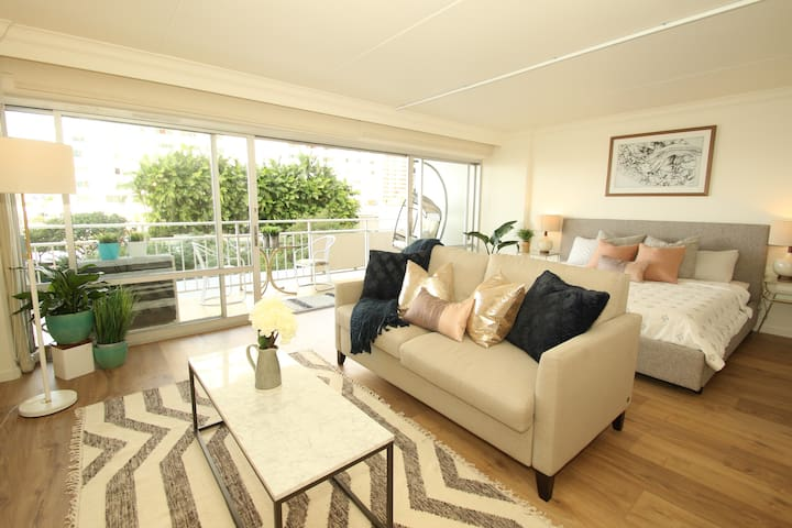 Fully Renovated Ilikai unit with ocean view