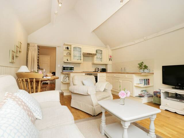 Outstanding cottage in pretty North Yorks village