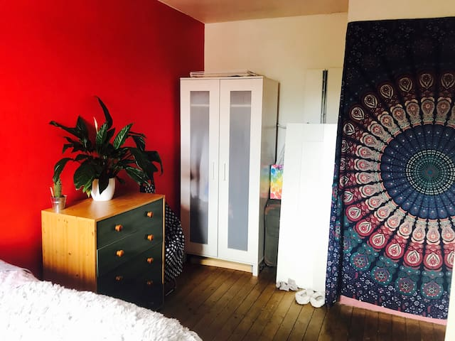Long term double room in a great location, Clapham
