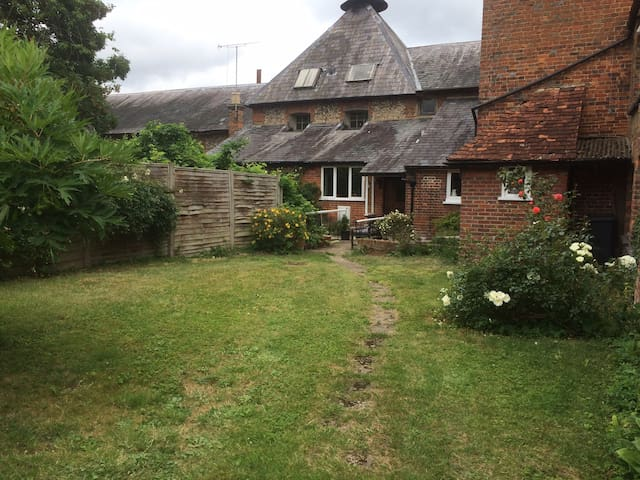 Airbnb Amersham Holiday Rentals Places To Stay