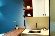 Compact kitchen complete with kitchenette for simple cooking (家里的小厨房)