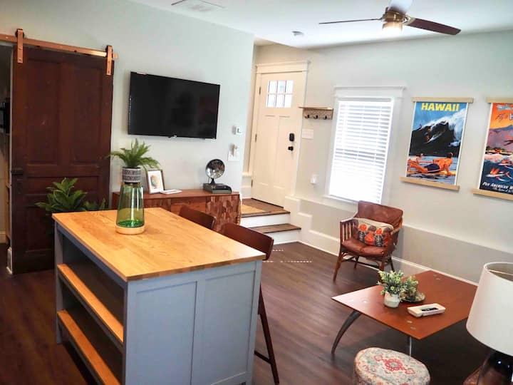 Charming Grant Park Carriage House
