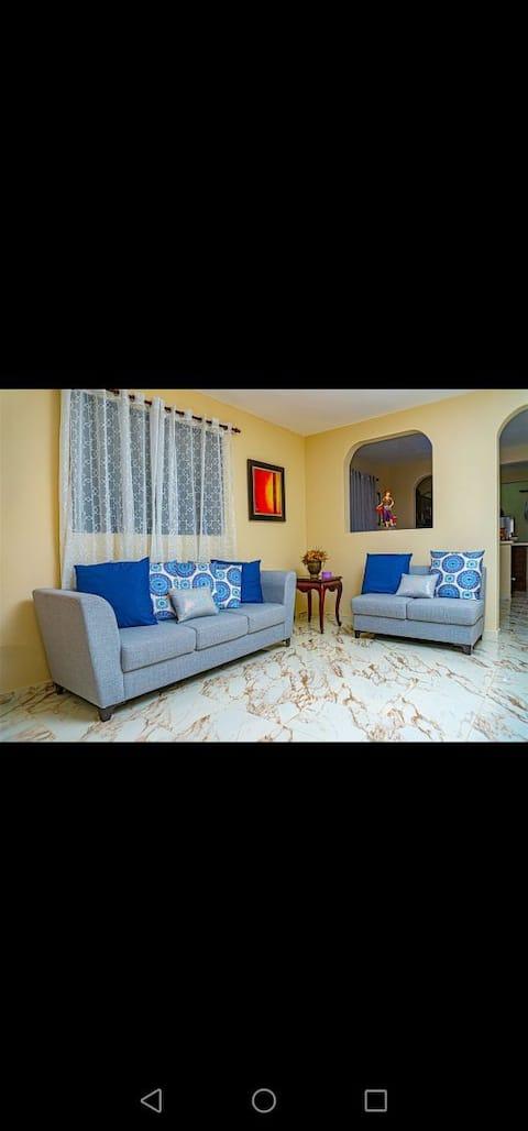 Hermoso apartamento con amplia terraza, baño con agua caliente, comedor amplio, sala amplia, habitaciones amplias y cómodas, cocina ideal, te sentirás como en casa o aún mejor