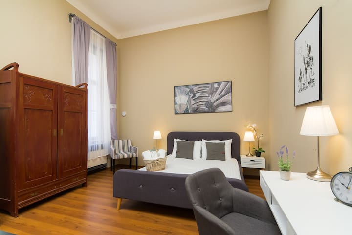 Unique Dorchester Room with Ensuite Bathroom