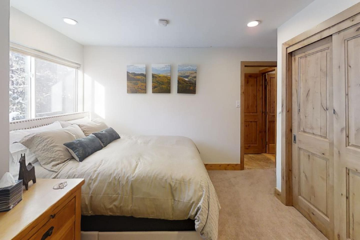 VAIL HAUS Studio Features a Queen Size Bed, Private Bathroom w/ Tub and a Spacious Closet (Includes Refrigerator, Freezer and Microwave). Also Includes Amazon Echo for Playing Music