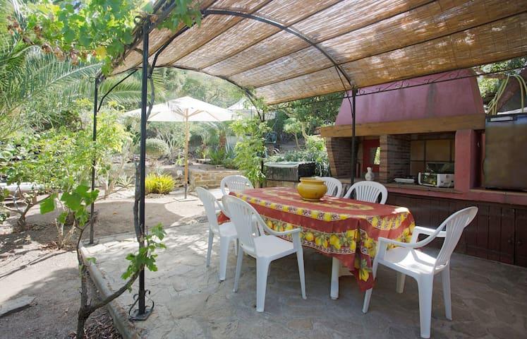 L' Espace à vivre en extérieur & sa tente Igloo - Hyères - Tent