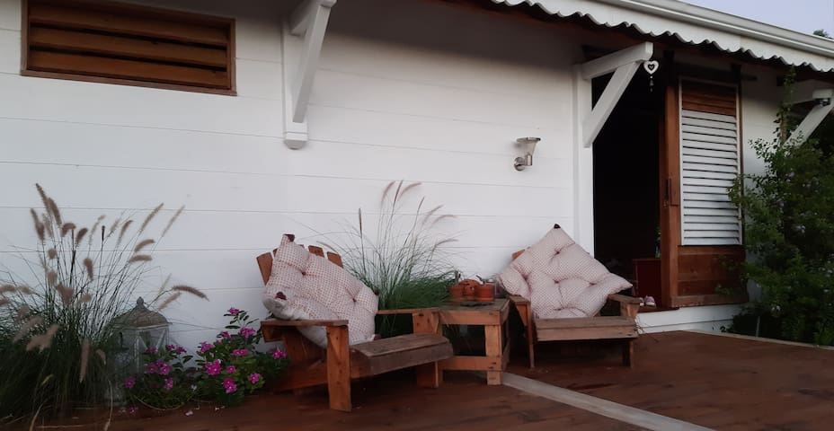 La Maison bois bioclimatique,  en haut du morne