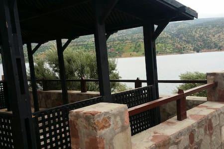Villa de rêve pieds dans l'eau. - Bin El-Ouidane - Villa