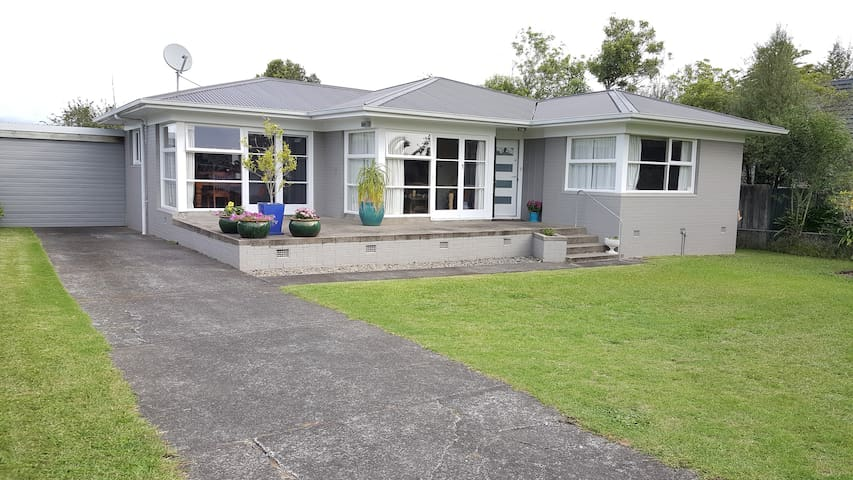Spacious Modern Room perfect for 2-6 Guests - Auckland - Casa