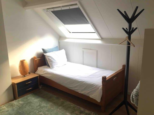 Gedeelde 3 persoons slaapkamer/zaal (nr. 2)