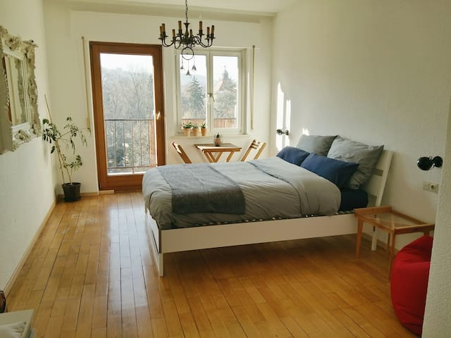 Cozy, Bright Room with Balcony in Top Location! - Stuttgart