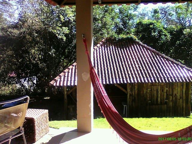 Casa de campo/ cond. fechado,  próxima a Unisinos