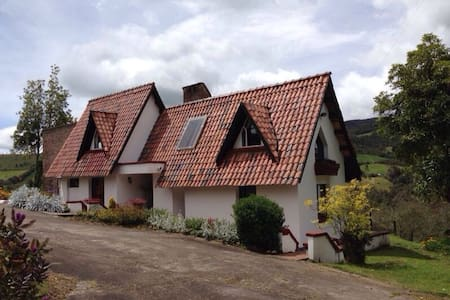 ENJOY THE NATURE AND ADVENTURE IN A MOUNTAIN LODGE - La Calera - Rumah tumpangan alam semula jadi