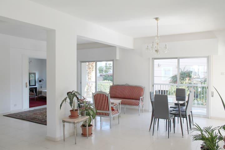 Beautiful 2 Bedroom flat, University of Nicosia