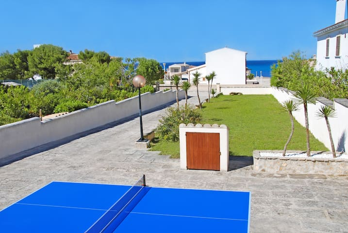 LARGE VILLA JUST 100 METERS FROM THE BEACH