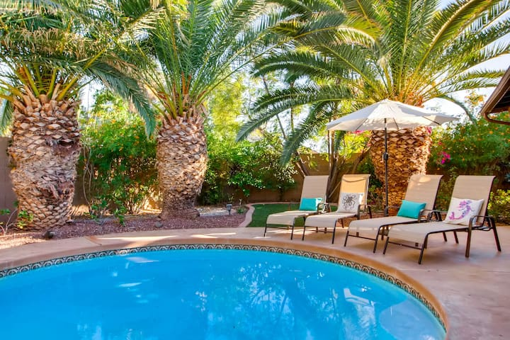 BACKYARD PARADISE SCOTTSDALE- POOL TABLE+HOT TUB!