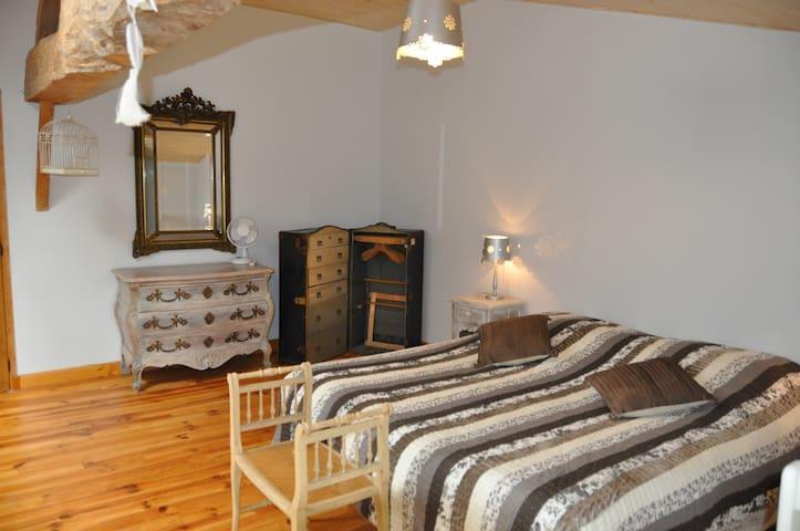 Chambre d'hôtes à 5 km de Langon - Auros - บ้าน