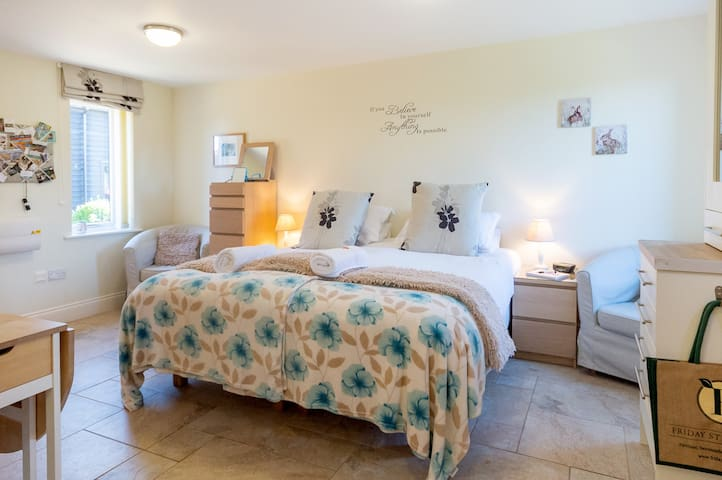Light and airy studio apartment, with a choice of superking or twin beds