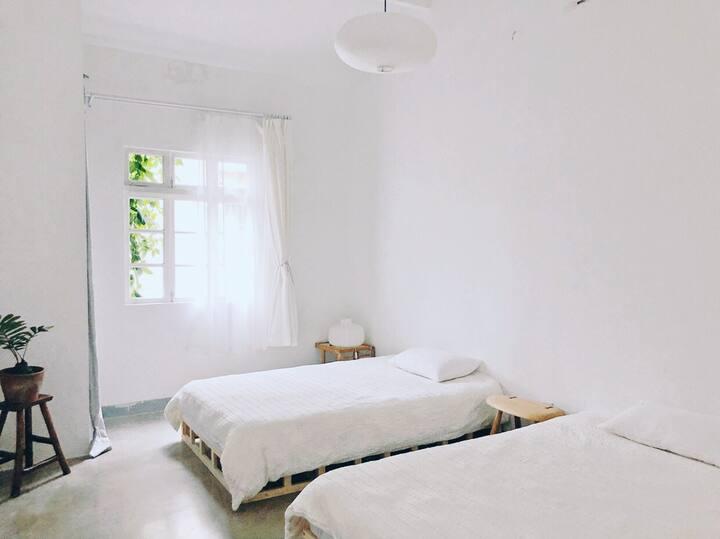 """合租 独立房间「陋室-倾听」属于无锡市中心的日式风格""""标间"""",独栋私房改造 备投影、24小时便利店"""