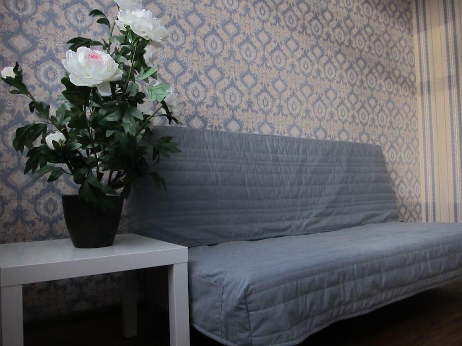 Удобный трехспальный диван-кровать
