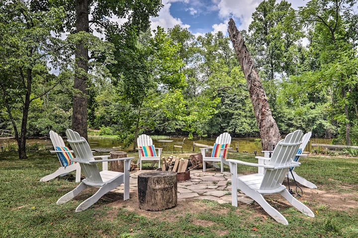NEW! Outdoorsmen's Paradise on River w/ Fire Pit!