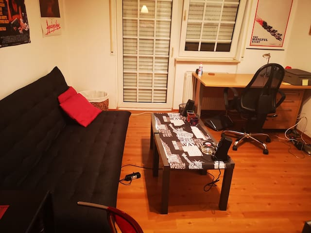 Complete Apartment / 5 min from the Bahnhof.