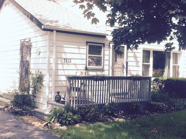 Charming House  just 20 minutes from DT Chicago