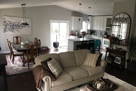 2 comfy guest beds in open concept home. - Bloomington