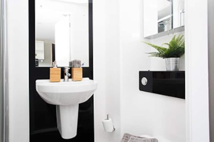 Student Only Property: Fivestar Classic ensuite - LOS 12 months 10% off