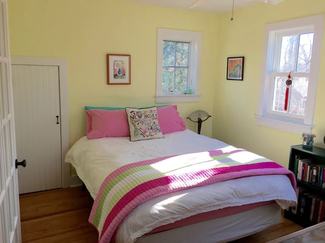 Sunny Hamptons Private Loft and Bedroom Sanctuary - Sag Harbor - Gastsuite
