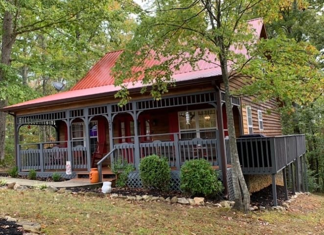 Ma-Honey's Cabin, Lake,Hot tub, Pool, Boat ramp!