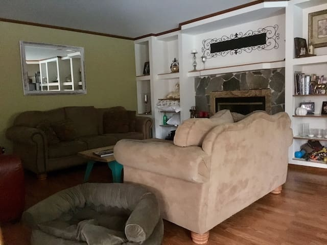 Small Private room in West Simi Valley - Simi Valley - Huis