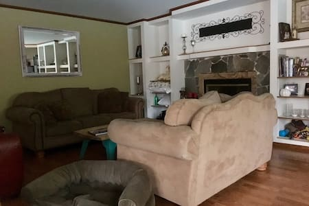 Small Private room in West Simi Valley - Simi Valley - Haus