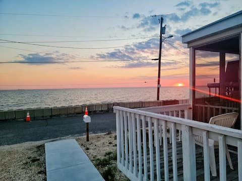 Bay front cottage escape at Gandy's Beach