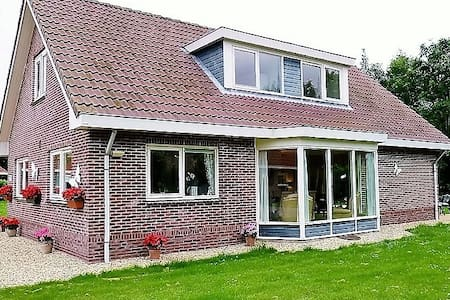 Villa Woldrust, a warm and spacious holiday home - Zeewolde