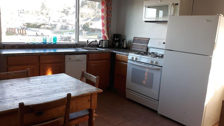 Anacortes Island View spacious 1 bedroom apartment