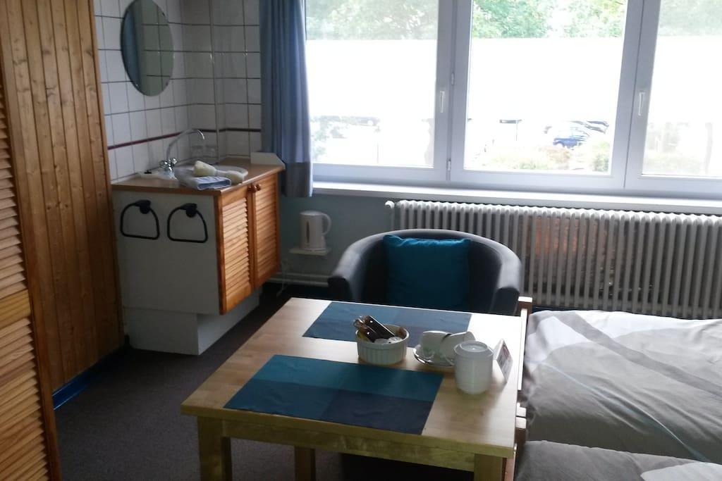 Sinc, waterheather, laptopfriendly workingplace, coffee and theefacilities