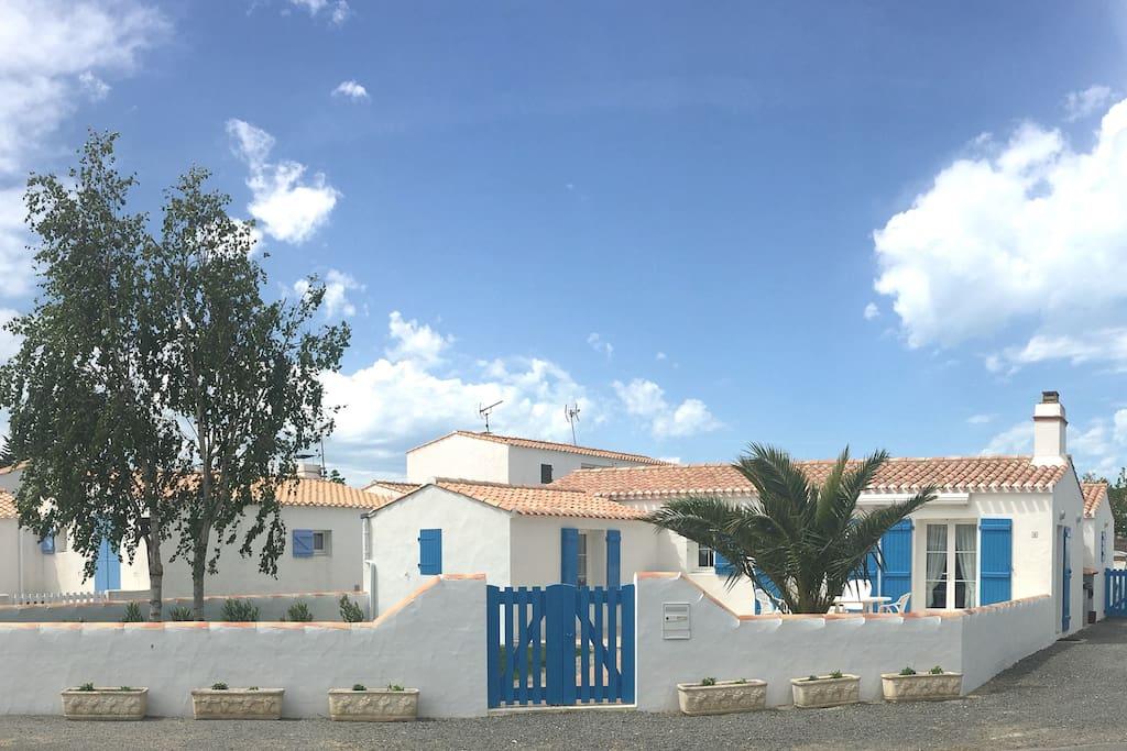 Maison 500m de la plage des sableaux houses for rent for Maison de l emploi noirmoutier