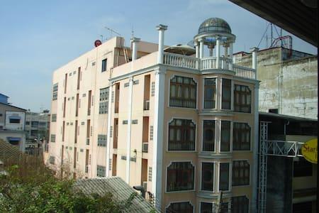 Двухкомнатная квартира у тихом районе - Novosibirsk