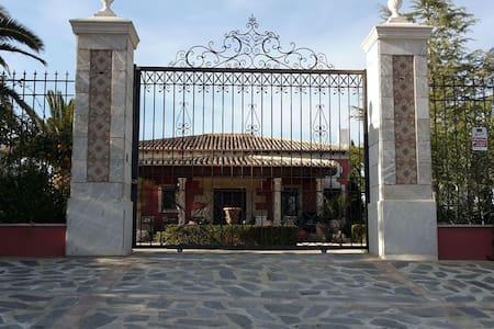 "Casa señorial ""La Toscana"", rodeada de naturaleza - Mula"