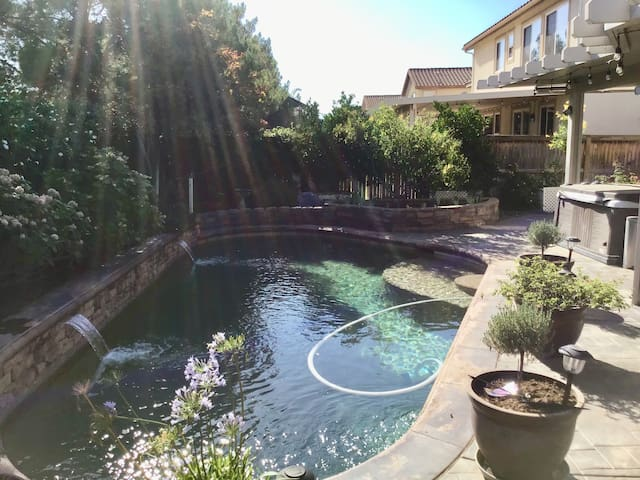 Gorgeous Gem In Beaumont-Private Pool & Hot tub