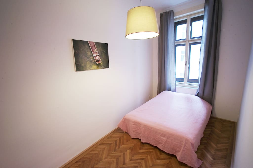 gemütliches, ruhiges Kabinett mit Doppelbett