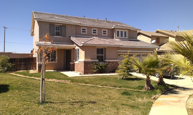OAK HILLS MANOR 2 - Hesperia - House