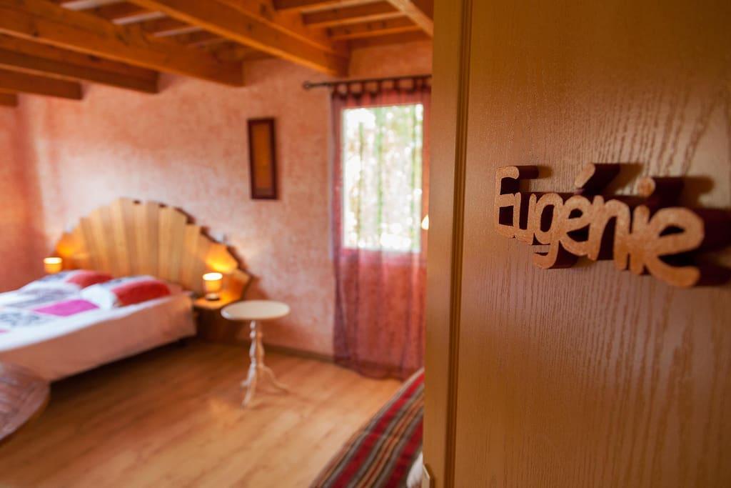 http://chambresdhotes-beaujolais.com/ La chambre Eugénie