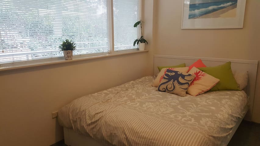Beautiful one bedroom close to city