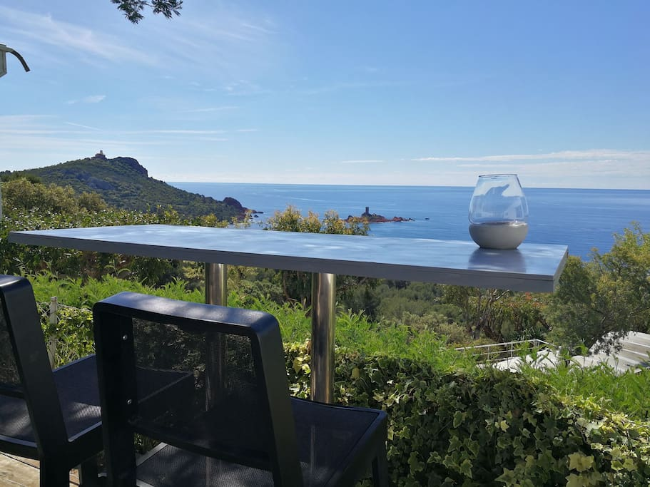 Vue panoramique sur la mer chalets louer saint for La table saint raphael
