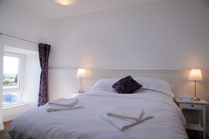 Dingle Garden Townhouse - Delux King Room - Dingle